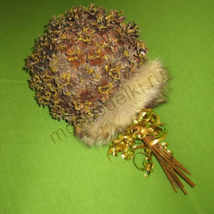 Букет из шишек с натуральным мехом