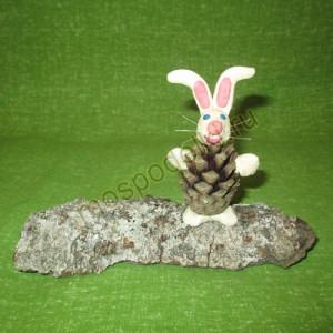 Заяц из шишки