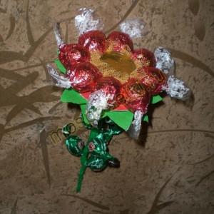 Цветочек из конфет