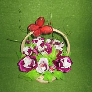 Корзина с розами средняя