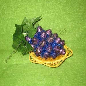 Фрукты и ягоды из конфет