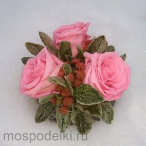 Икебана из стабилизированных роз в хрустале