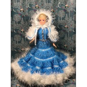 Снегурочка в вязаном платье